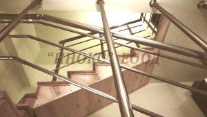 Парапет с конзолно захващане за таван